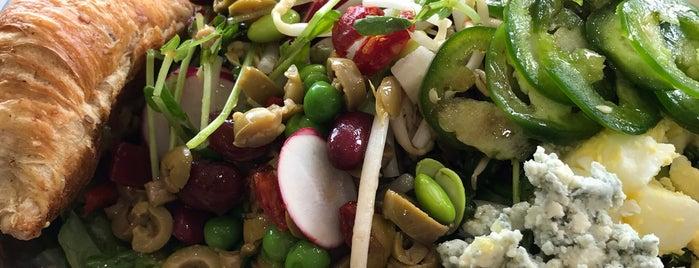 Salata is one of Lugares favoritos de Aptraveler.