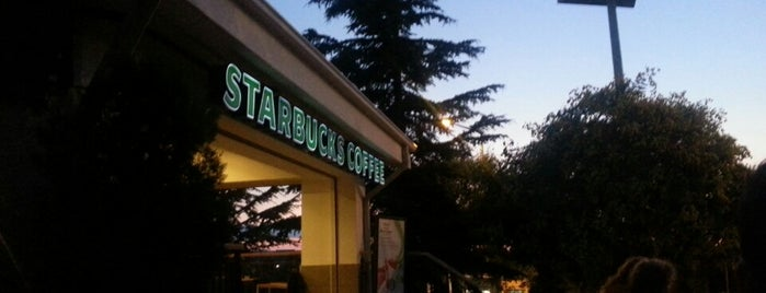 Starbucks is one of Lieux qui ont plu à Büşra.