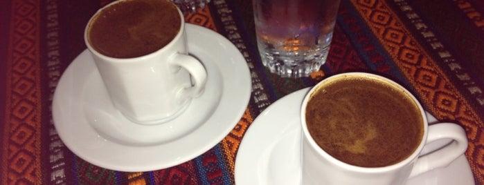 Çınar Cafe is one of Lugares favoritos de Figen.