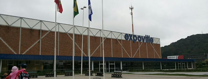 Expoville is one of Orte, die Roy gefallen.