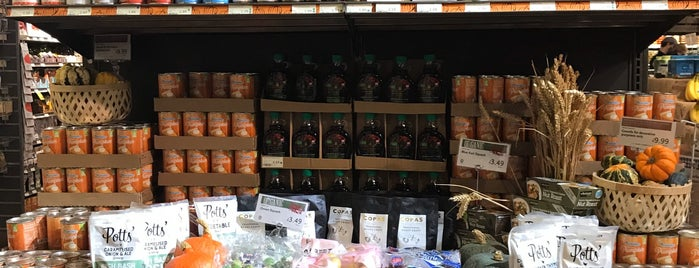 Whole Foods Market is one of Locais curtidos por Paul.