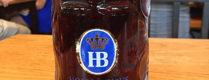 Hofbräuhaus Cleveland is one of Locais curtidos por Orlando.