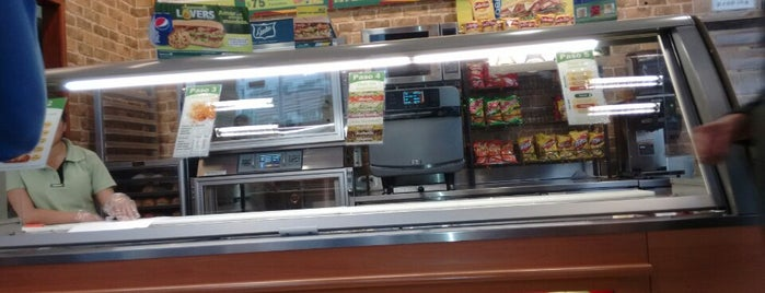 Subway is one of Orte, die Ernesto gefallen.