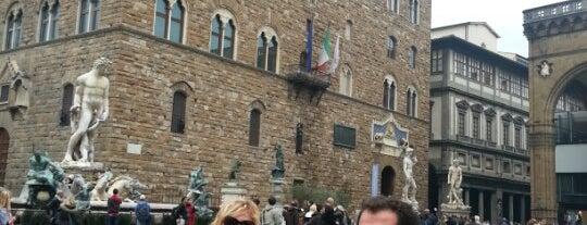 Signoria Meydanı is one of Top 100 Check-In Venues Italia.