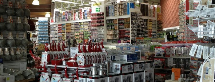 Bed Bath & Beyond is one of Fer'in Beğendiği Mekanlar.