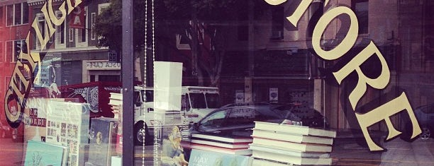 City Lights Bookstore is one of Haley 님이 좋아한 장소.