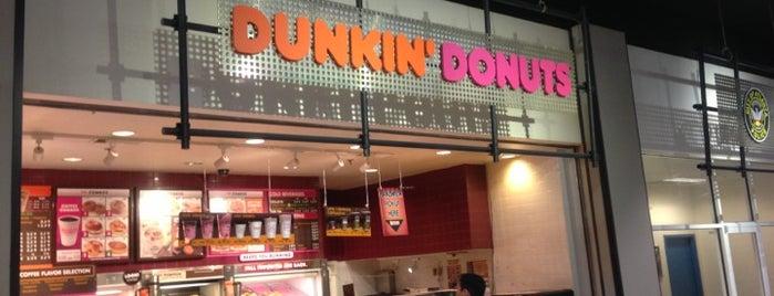 Dunkin' is one of Tempat yang Disimpan Chris.