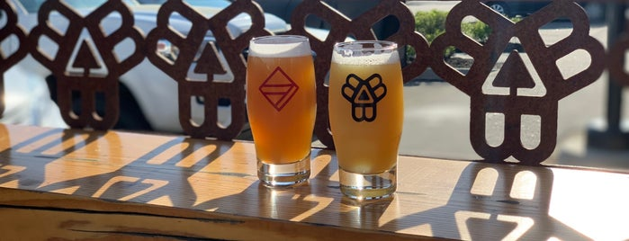 Bissell Brothers Brewing Co is one of Portland Mainia.