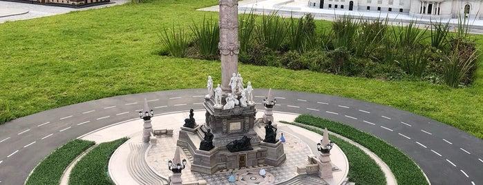 Parque Paseo De Gigantes is one of Luis'in Beğendiği Mekanlar.