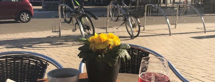 Café des Bains is one of Orte, die Geert gefallen.