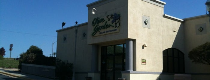 Olive Garden is one of Lugares guardados de Jeremy.