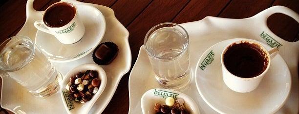 Beyazıt Kahvesi is one of สถานที่ที่ Halit ถูกใจ.