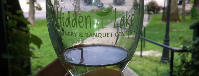Hidden Lake Winery is one of Wineries and Microbreweries around St. Louis.