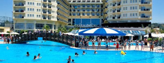 Mukarnas Spa Resort Pool is one of Orte, die Ozan gefallen.