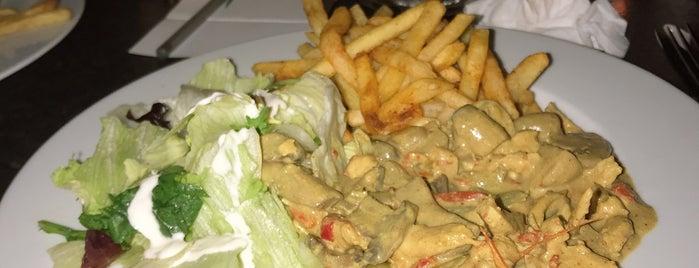 Queue Lounge Restaurant is one of Locais salvos de Fadik.