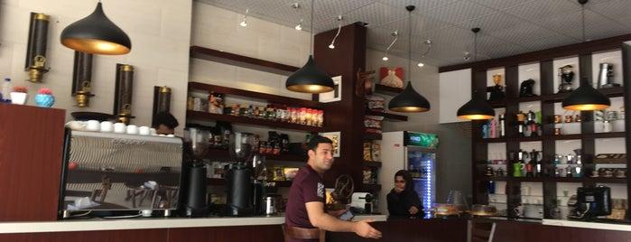 كافه ملل ٢| Mellall Cafe is one of Lugares favoritos de H.