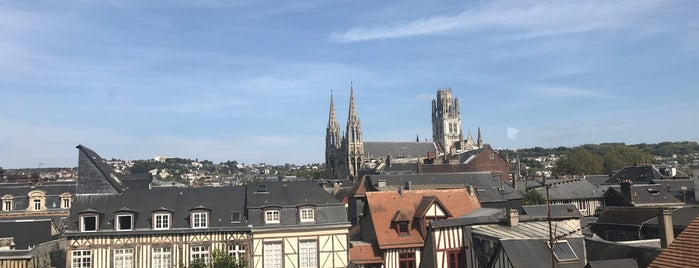 Historial Jeanne D'Arc is one of Rouen.