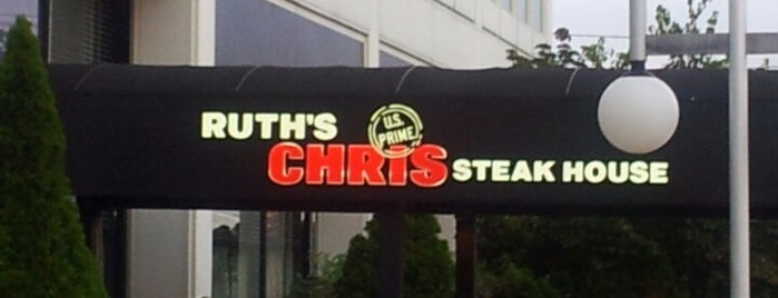 Ruth's Chris Steak House is one of Locais curtidos por Tim.