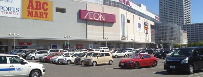 AEON Mall is one of Lugares favoritos de Ray.