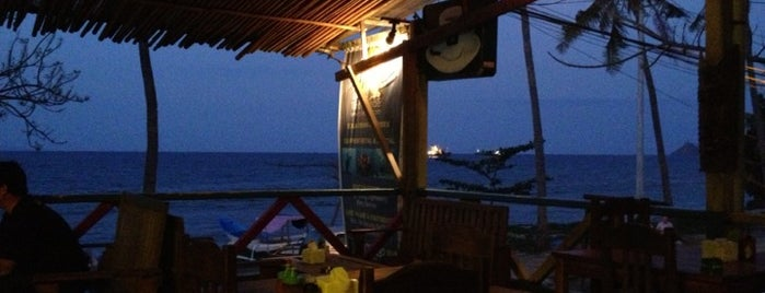 Castaway Bar & Restaurant is one of SOUTH EAST ASIA Dining with a View.