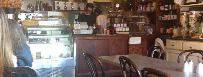 Cafe Milan is one of Lieux qui ont plu à Robin.