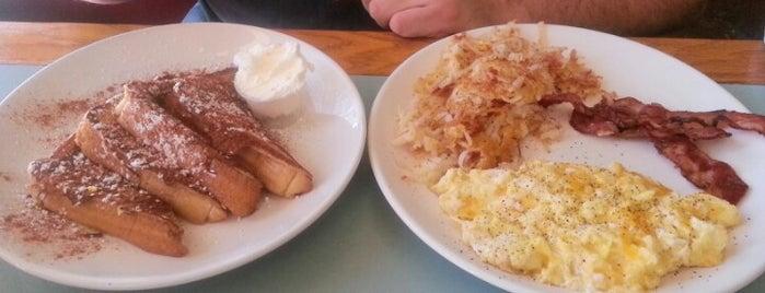Shelton's Big Grill is one of Breakfast spots.