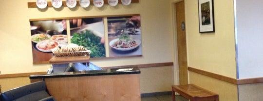 Noodles & Company is one of Tempat yang Disukai Jonathan.
