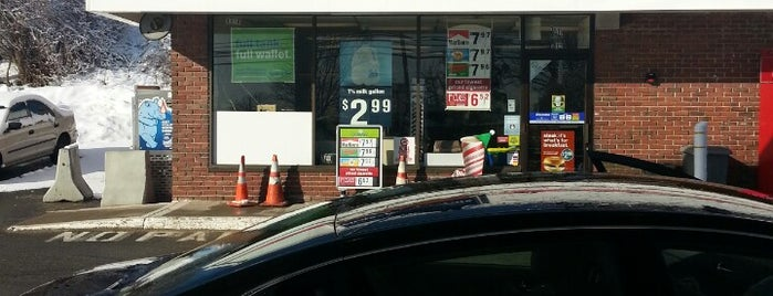 Cumberland Farms is one of Lugares favoritos de Chris.