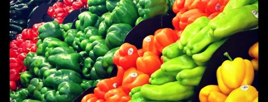 Edgewater Produce is one of Places to go to in Andersonville in 2013.