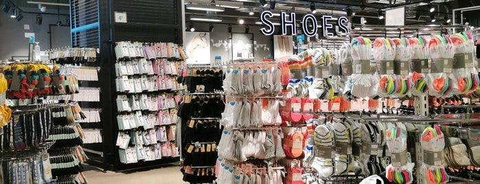 Primark is one of Jasmineさんのお気に入りスポット.