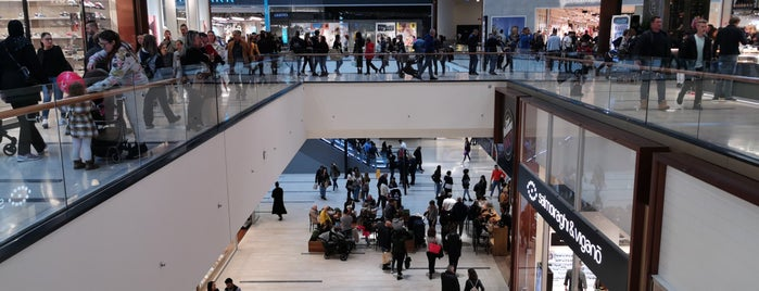 Centro Commerciale Adigeo is one of Shoppingplaces to see.