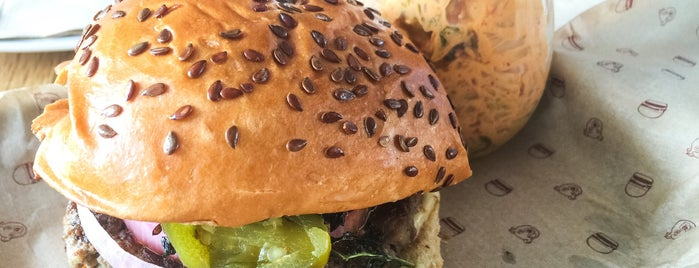 Bareburger is one of Lugares favoritos de Melissa.