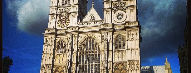 Westminster Abbey is one of Tempat yang Disukai Estela.