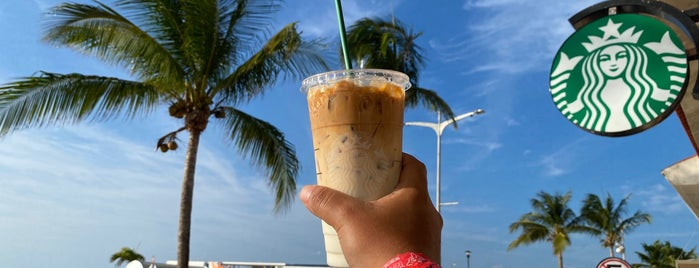 Starbucks is one of Carrie : понравившиеся места.