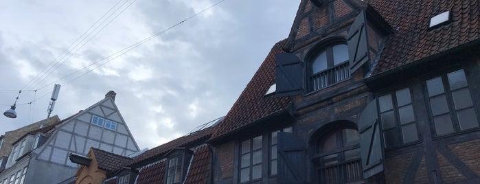 Christianshavn is one of Posti che sono piaciuti a Helena.