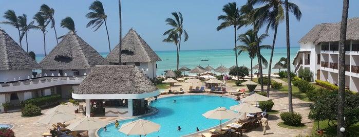DoubleTree Resort by Hilton Hotel Zanzibar - Nungwi is one of Lieux qui ont plu à Iuliana.