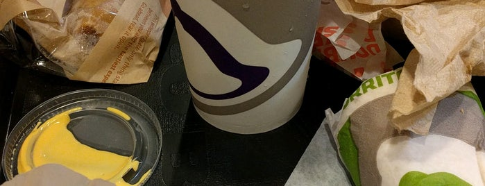Taco Bell is one of Victoria 님이 좋아한 장소.