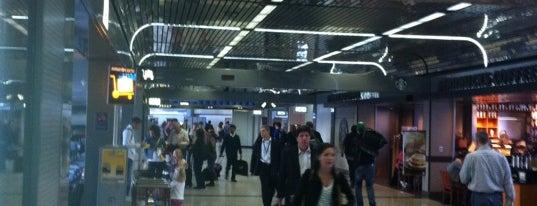 Concourse L is one of Locais curtidos por Becky.