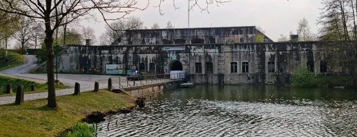 Fort van Bornem is one of Fortengordel.