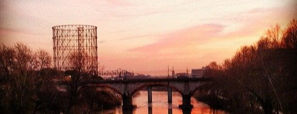 Ponte Testaccio is one of Locais curtidos por Dimitris.