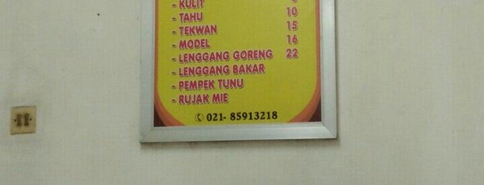 Pempek Palembang Glory is one of Posti che sono piaciuti a Dewi.