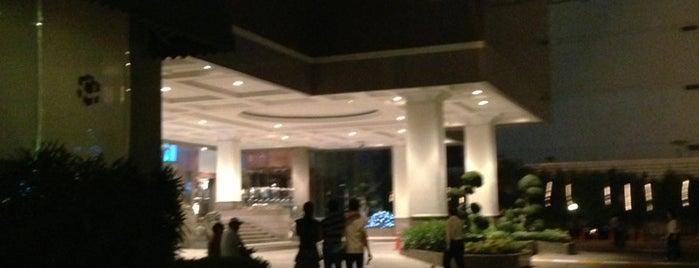 Chaophya Park Hotel is one of Orte, die Scott gefallen.