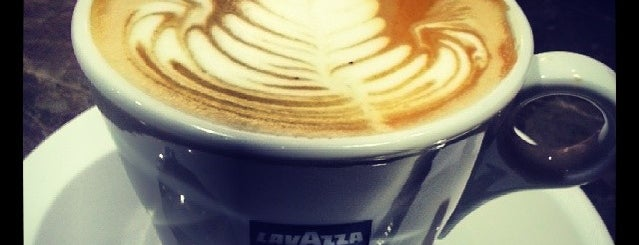Lavazza is one of Locais curtidos por Ibrahim.