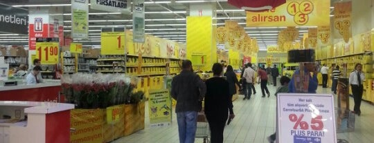 Carrefour is one of Lugares favoritos de Mehmet.