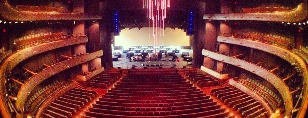 Winspear Opera House is one of Lugares favoritos de Katherine.