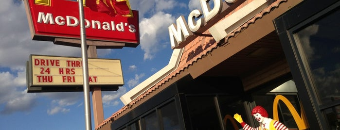 McDonald's is one of Armandoさんのお気に入りスポット.