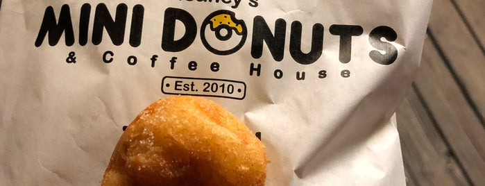 Meaney's Mini Donuts is one of Posti salvati di Aubrey.