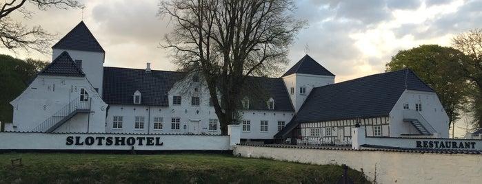 Vraa Slotshotel is one of Tempat yang Disukai Torstein.