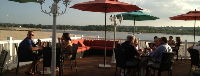 Seafood Shack Tappen Beach is one of Bars, Rooftops & Clubs.