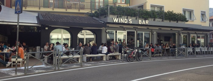 Wind's Bar is one of Tempat yang Disukai Dominic.
